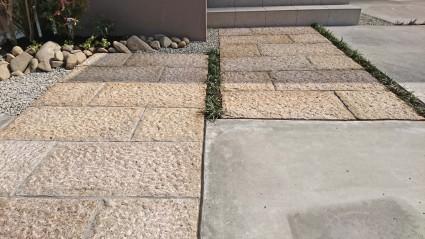 板石のアプローチ