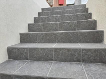 コンクリート階段のタイル貼り外構リフォーム