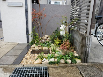 門柱前の植栽