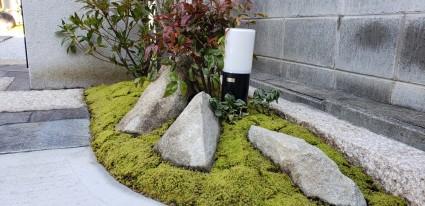 姫路市和モダン外構|石と苔の門廻り植栽