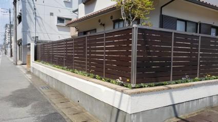 ブロック塀が高く積まれた道路境界塀をリフォーム