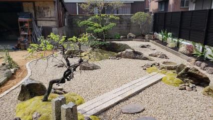 雑草の庭をリフォームガーデン