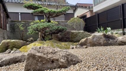 和庭の雑草対策
