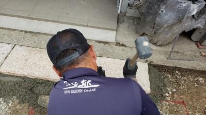 石畳のアプローチ