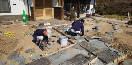 アプローチ石貼り板石の石畳