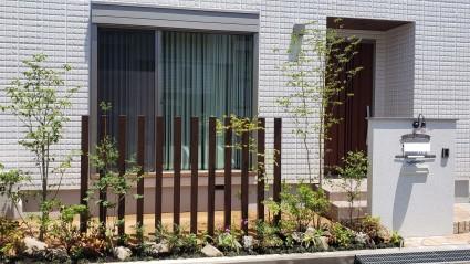 姫路市外構|目隠しスクリーンと植栽