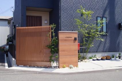 新築外構|ウッド調門柱
