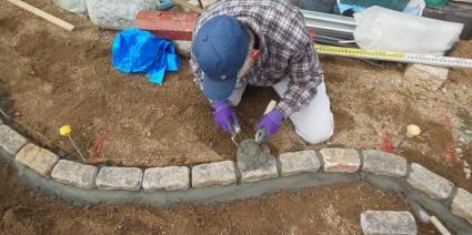 縁石再利用した花壇工事