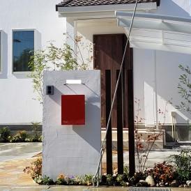 太子町外構|真っ白な塗り壁門柱