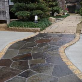 鉄平石のアプローチ