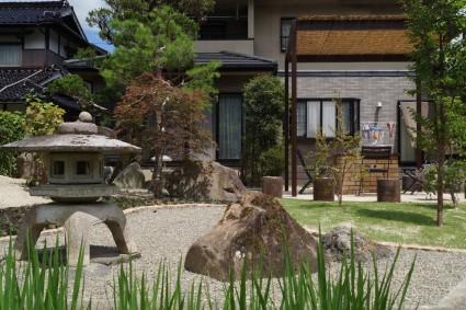 佐用町ガーデンリフォーム 灯篭庭石の移設工事