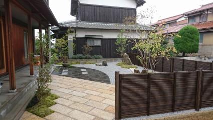 姫路市和モダンの庭|和風石貼りテラス