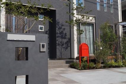 姫路市外構|黒色門柱のエクステリア工事