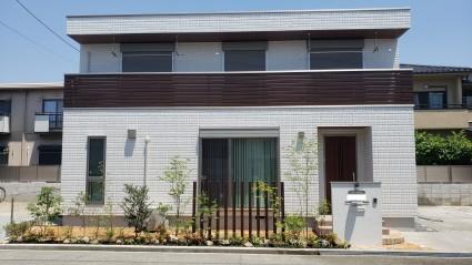 姫路市新築外構|アルミ角柱スリット目隠し