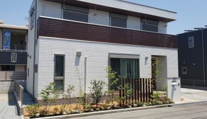 姫路市新築外構|植栽とアルミ角柱で目隠し