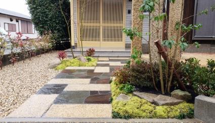 自然石貼り和風アプローチ
